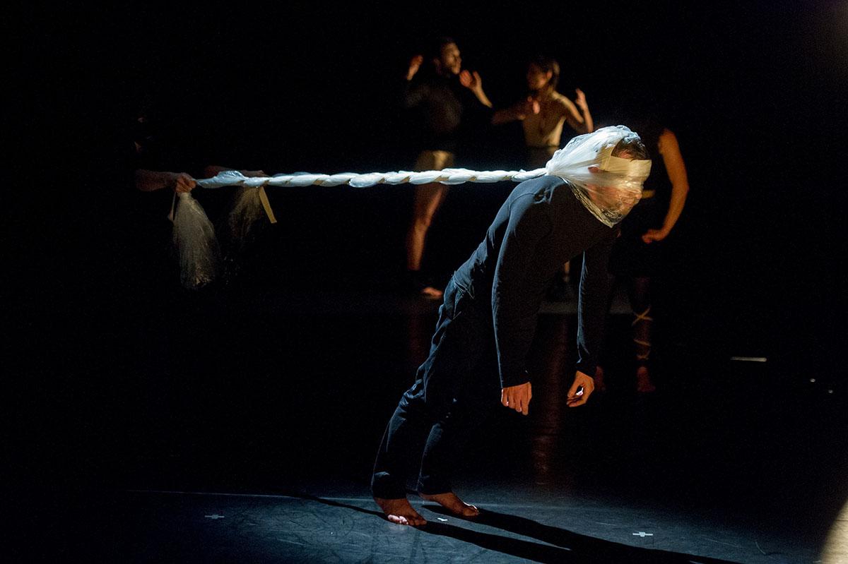 Noces - spectacle - Aurélien Richard - chorégraphe - photo alain Monot