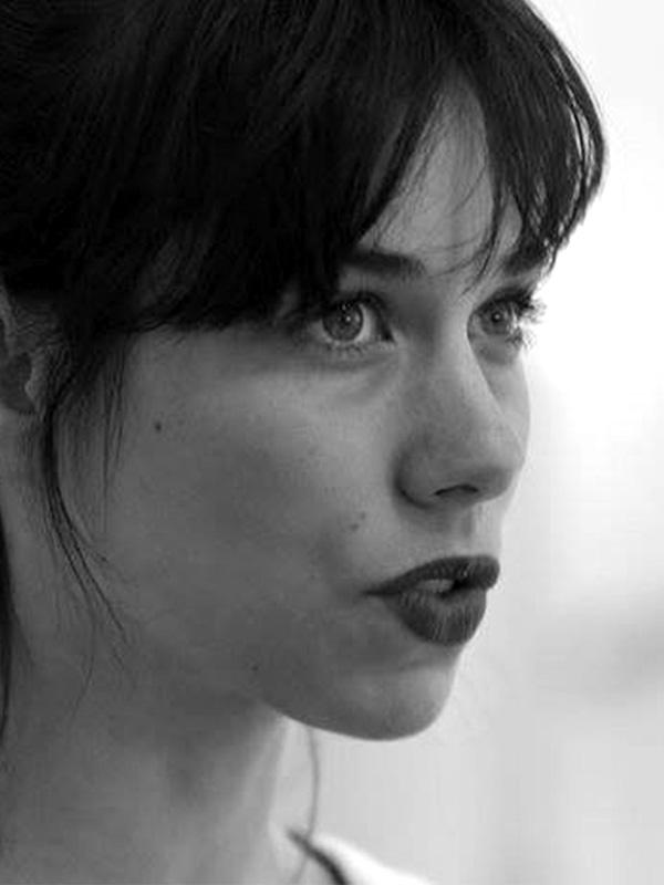 Nina Vallon - Artiste associée, Danseuse & Assistante chorégraphique et collaboratrice d'Aurélien Richard